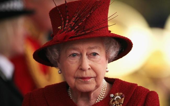"""""""Niềm đau"""" ở tuổi 95 của Nữ hoàng Elizabeth II: Cả một đời sóng gió, thăng thầm, đến tuổi già vẫn phải đau lòng vì cháu vì chắt"""