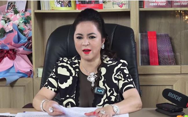 CEO Nguyễn Phương Hằng phá vỡ kỷ lục livestream tại Việt Nam với gần 300.000 người xem cùng lúc, vượt qua cả Khánh Vân và Độ Mixi
