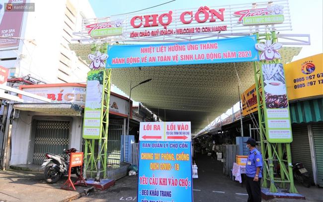 Ảnh: Người Đà Nẵng lần đầu trải nghiệm đi chợ bằng thẻ ứng dụng công nghệ QR Code