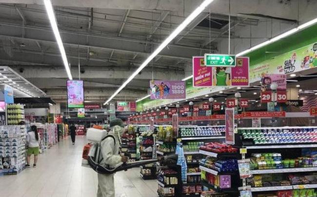 """Hà Nội: Siêu thị phòng dịch, chợ dân sinh phớt lờ """"5K"""""""