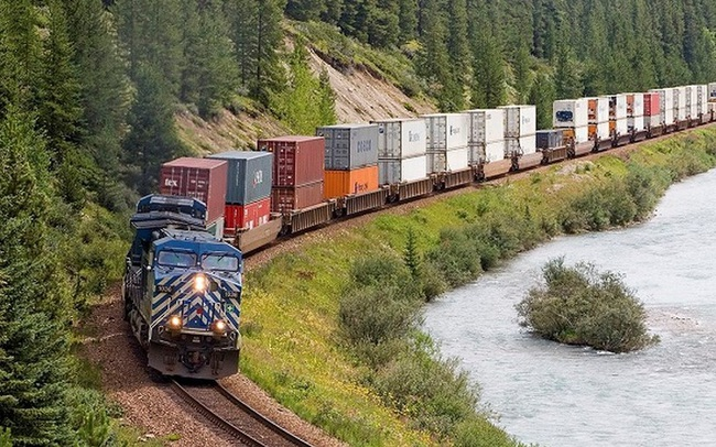 Vận tải đường sắt từ Việt Nam hưởng lợi giữa 'cơn khát' container