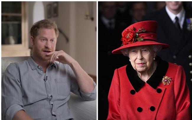 """Đằng sau """"nhát dao chí mạng"""" Harry dành cho gia đình: Nữ hoàng Anh đồng ý cho cháu trai làm phim tài liệu nhưng không hề biết mình bị lừa"""