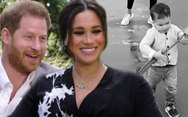 Harry liên tục nói về việc Meghan tự tử khi mang thai khiến dư luận lo lắng cho tương lai bé Archie, dân Mỹ phẫn nộ với hoàng tử nước Anh