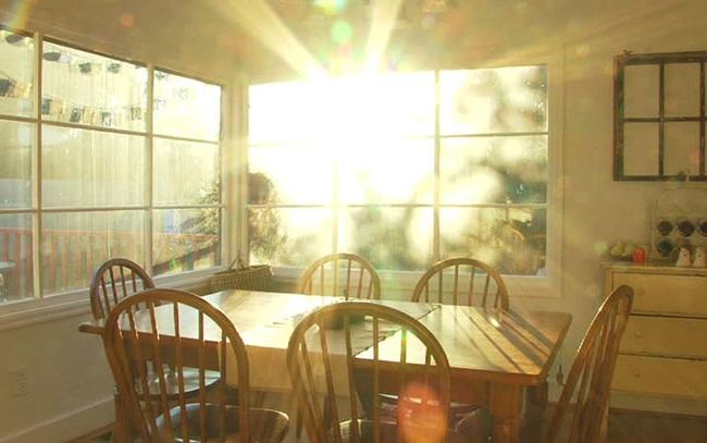 Nắng nóng 45 độ, nhà vẫn mát rượi không cần điều hòa nếu áp dụng những cách chống nóng này