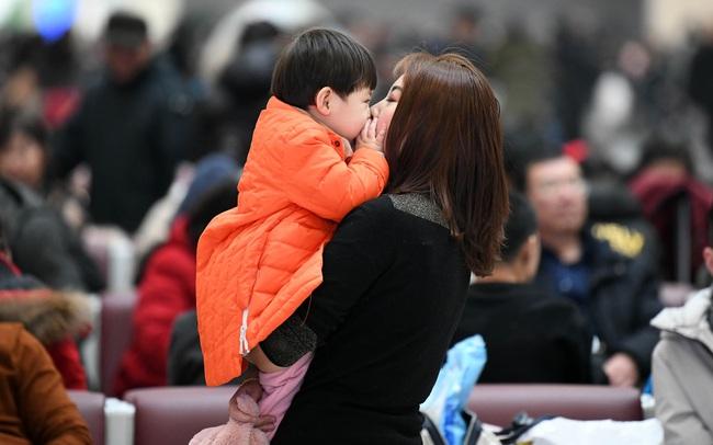 Lo sợ tình trạng già trước khi giàu, Trung Quốc cho phép mỗi cặp vợ chồng sinh 3 con
