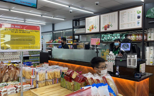 Bên trong cửa hàng VinMart+ với mô hình kết hợp Techcombank và Phúc Long lần đầu tiên xuất hiện tại Hà Nội