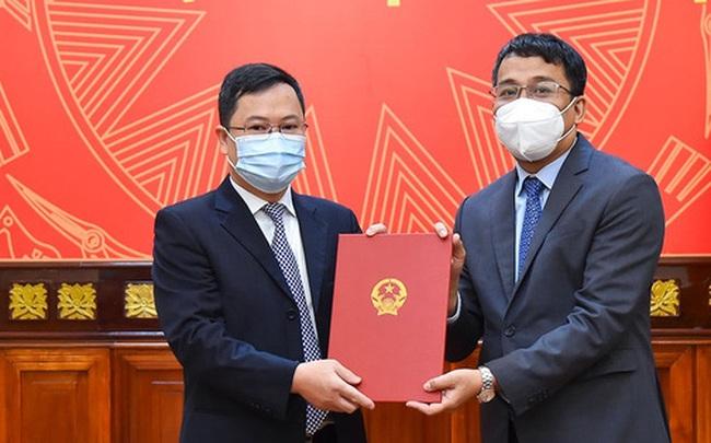 Trao quyết định bổ nhiệm Quyền Vụ trưởng Vụ Biên giới Việt – Trung