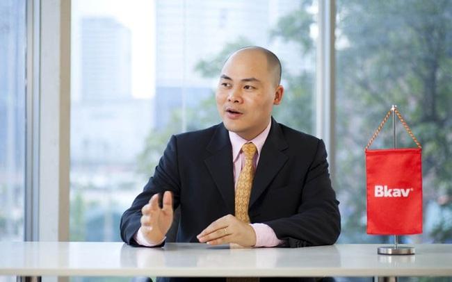 """Trước smartphone hay máy xét nghiệm Covid-19 Make in Vietnam, """"sáng chế"""" đầu tiên của CEO Nguyễn Tử Quảng là thiết bị xả nước tự động cho... nhà vệ sinh"""