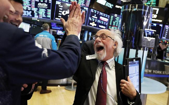 Bất chấp lạm phát tăng nóng, S&P 500 vẫn lập đỉnh mới