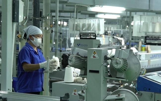 """""""Thấp thỏm"""" vì COVID-19, doanh nghiệp tại khu công nghiệp muốn tiếp cận sớm vaccine"""