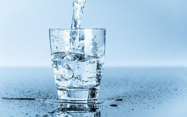 Đàn ông sống lâu có 4 đặc điểm sau khi uống nước: Đừng chủ quan mà đánh mất sức khỏe