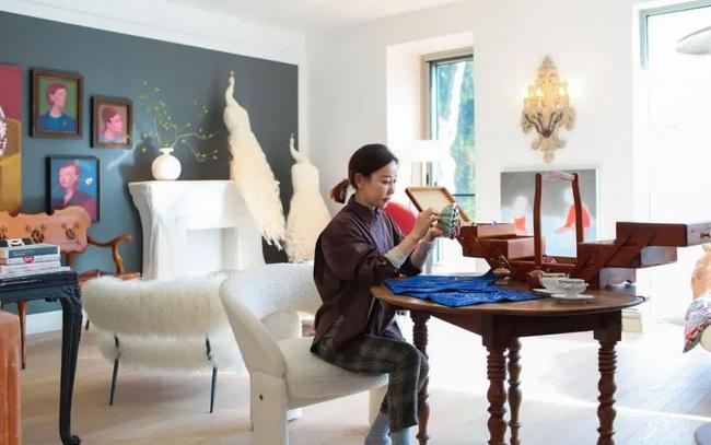 """Biệt thự đặc biệt của bà mẹ 7x: Tự tay sửa """"đồng nát"""" thành đồ nội thất, ngắm không gian sống ai cũng trầm trồ vì quá nghệ thuật"""