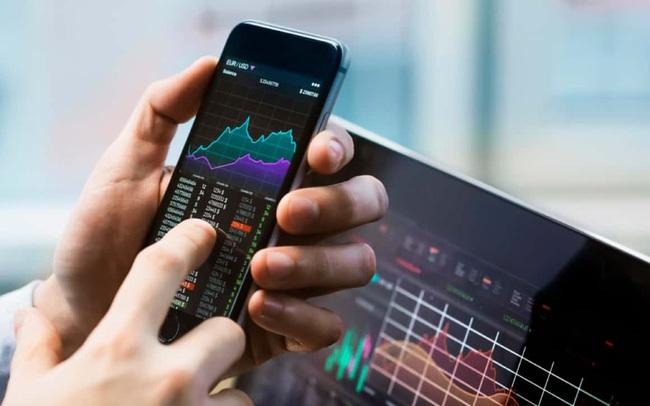 """FiinGroup """"bắt mạch"""" sức nóng cổ phiếu ngành chứng khoán, lưu ý rủi ro từ cuộc đua tăng vốn của doanh nghiệp"""