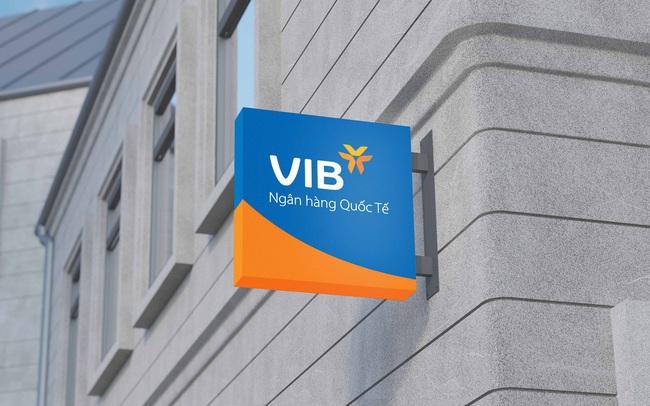 Giá cổ phiếu lên vùng đỉnh, người nhà lãnh đạo VIB liên tục bán ra