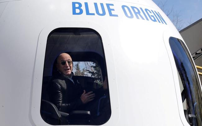 """Một suất """"lên trời"""" cùng tỷ phú Jeff Bezos có giá 28 triệu USD"""