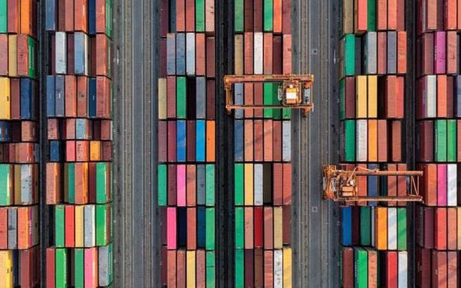 """Chuỗi cung ứng toàn cầu """"ngàn cân treo sợi tóc"""" trước đợt bùng dịch Covid-19 mới ở châu Á"""