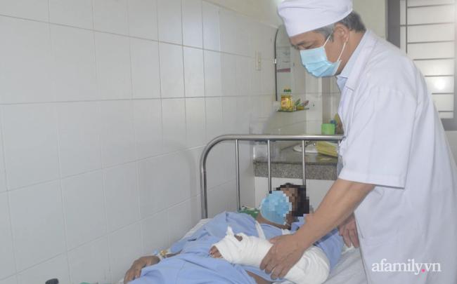 Bác sĩ cầm bàn tay trái đứt lìa vào phòng mổ, nối lại cho người đàn ông 32 tuổi