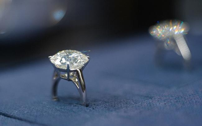 """Cơn sốt lực cầu khiến giá tăng vọt trong """"thế giới bí mật"""" của những viên kim cương"""