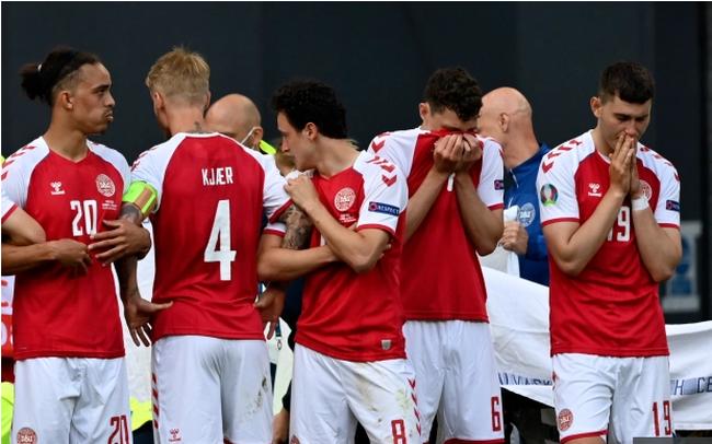 Tình tiết mới gây bức xúc trong vụ Eriksen gục ngã trên sân: Đan Mạch bị UEFA dọa xử thua 0-3 nếu không kết thúc trận đấu dang dở