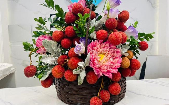 Vải thiều xuất Nhật được bày như lẵng hoa, giá 35.000 đồng/kg