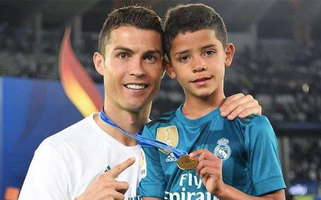 """Bạn thân tiết lộ """"nỗi sợ"""" lớn nhất của Cristiano Ronaldo về cậu quý tử 10 tuổi sinh ra đã ở vạch đích, thừa hưởng gen chuẩn con nhà nòi"""