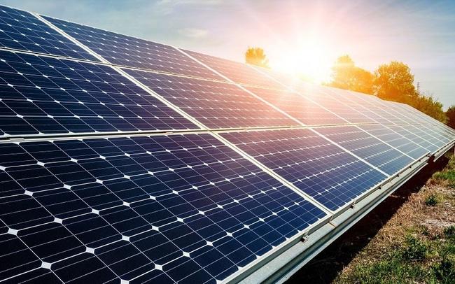 """Doanh nghiệp điện mặt trời thiệt hại lớn vì """"thừa"""" điện, bị cắt giảm công suất"""
