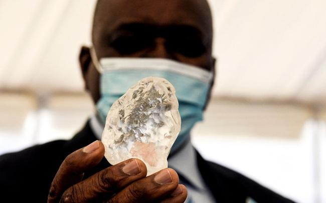To như quả trứng vịt, viên kim cương lớn thứ 3 thế giới vừa được tìm thấy