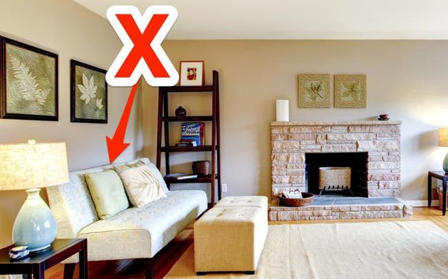 """Chuyên gia thiết kế nội thất bắt lỗi 7 sai lầm trong thiết kế khiến phòng khách trở nên """"kém sang"""": Điều chỉnh 1 chi tiết nhỏ thôi cũng """"nâng tầm"""" cho ngôi nhà của bạn"""
