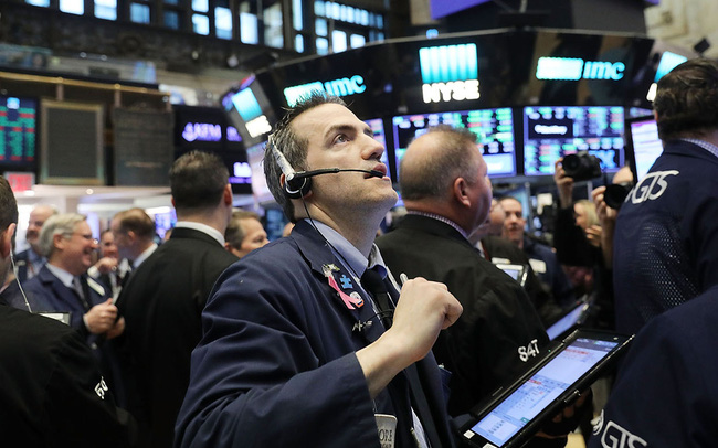 Dow Jones mất hơn 200 điểm, giảm 2 phiên liên tiếp sau quyết định của Fed