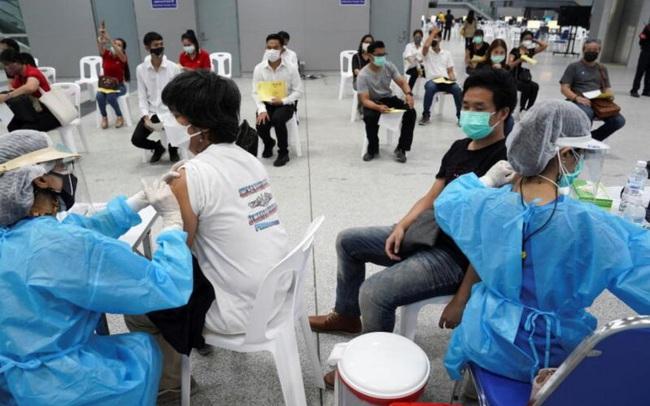 Vì sao tiêm tới 20 triệu liều vaccine mỗi ngày nhưng Trung Quốc vẫn chống dịch nghiêm như lúc đầu, chưa vội mở cửa?