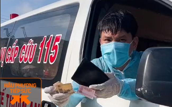 """Clip """"mua bánh mì"""" thương nhất hôm nay: Thấy xe cấp cứu chạy thẳng vô quán, bà chủ giật mình nhưng liền có hành động ấm lòng sau đó"""