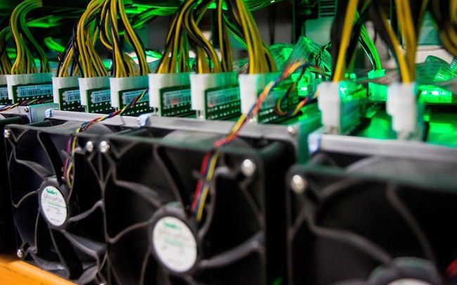 """""""Bắt trend"""" tiền số, công ty này vừa giới thiệu mẫu xe điện có thể đào Bitcoin, Dogecoin trong lúc """"rảnh rỗi"""""""