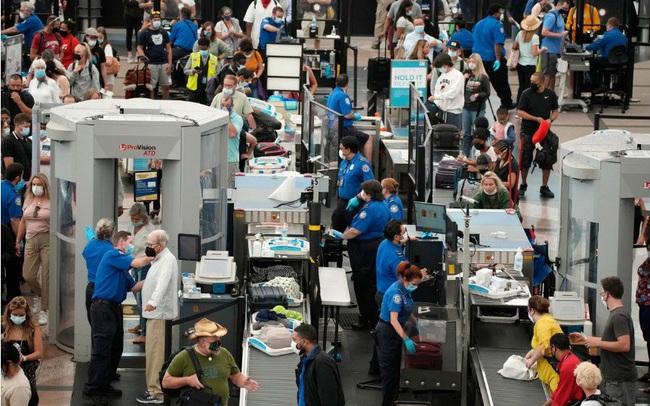 Vắc xin Covid-19 đang giúp hàng không Mỹ phục hồi chóng mặt