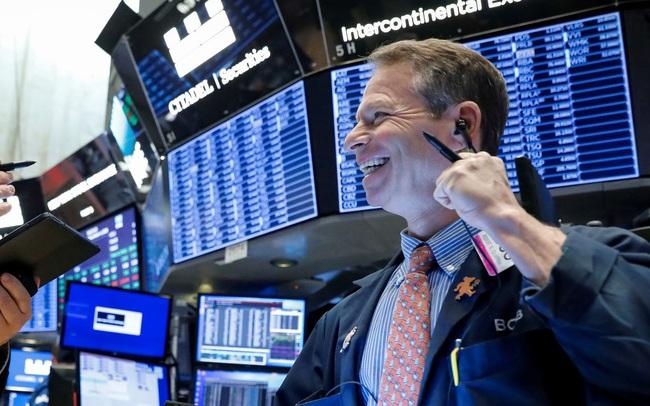 Chứng khoán Mỹ bứt phá trở lại sau cơn bán tháo, Dow Jones tăng gần 600 điểm