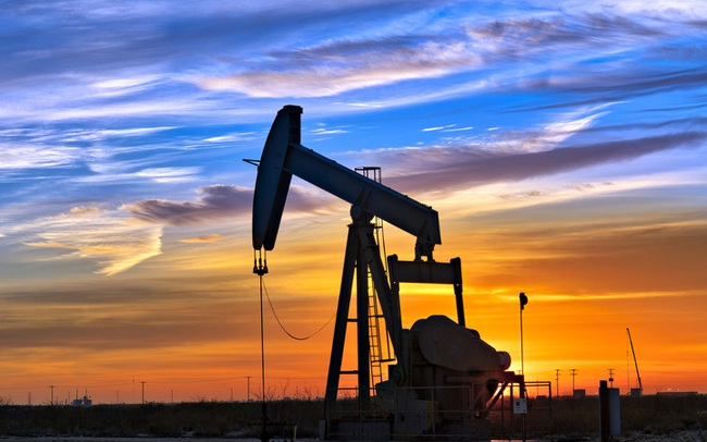 Giá dầu đạt đỉnh hơn 2 năm do nguồn cung của Mỹ thắt chặt