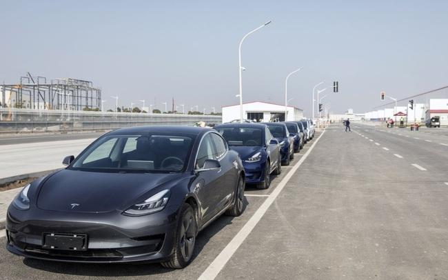 """Tesla gặp """"hạn"""" lớn tại Trung Quốc, phải triệu hồi 285.000 xe vì lỗi tự lái"""