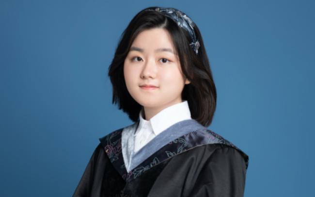 """""""Thần đồng"""" phá vỡ kỉ lục của ĐH hàng đầu Canada, 16 tuổi đã tốt nghiệp: Cách giáo dục từ gia đình mới đáng ngưỡng mộ, làm cha mẹ nhất định phải lưu tâm"""