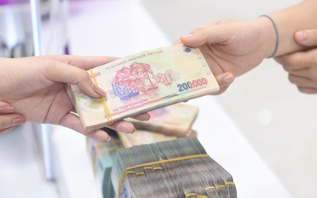 Tiền chảy mạnh vào thị trường chứng khoán, huy động vốn của ngân hàng chỉ tăng 3,13% trong 6 tháng đầu năm