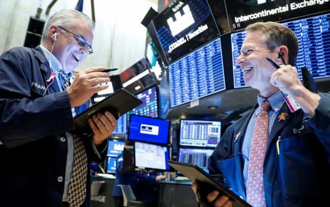 Phố Wall hồi hộp chờ đợi số liệu kinh tế mới, S&P 500 gần chạm đỉnh lịch sử