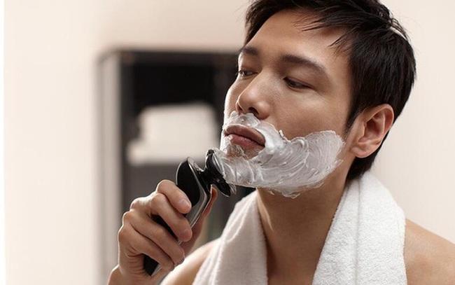 2 thời điểm nam giới không nên cạo râu, nếu không càng cạo râu càng mọc nhanh, thậm chí có thể gây nhiễm trùng, lở loét da mặt