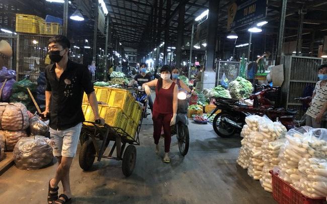 Dịch Covid-19 khiến rau củ, thịt cá... về chợ đầu mối giảm khoảng 2.000 tấn/ngày
