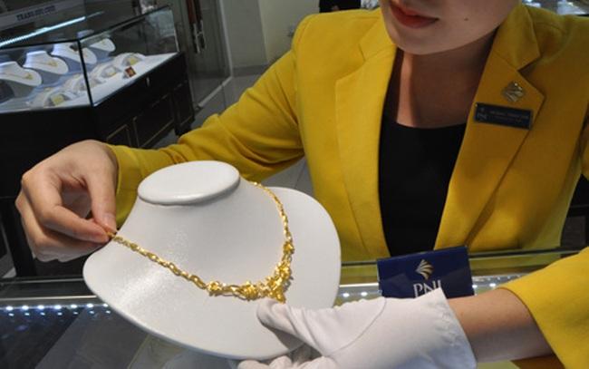 Giá vàng trong nước vẫn cố bám trụ mức cao bất chấp vàng thế giới rơi mạnh