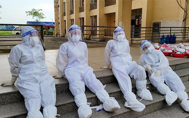 """Burnout - hội chứng dễ cướp đi mạng sống: BS cảnh báo nhóm người dễ mắc trong cuộc chiến chống """"giặc"""" COVID-19 ở Việt Nam"""