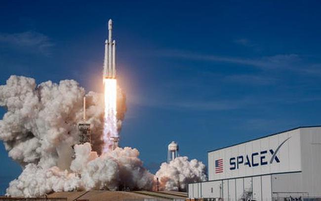 Elon Musk chỉ trích nhà chức trách vì khiến kế hoạch phóng tên lửa bị trì hoãn