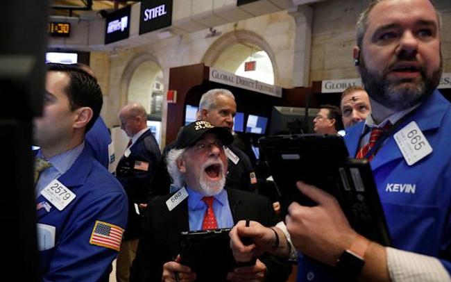 Cổ phiếu công nghệ gây áp lực cho thị trường, Dow Jones có lúc mất hơn 200 điểm