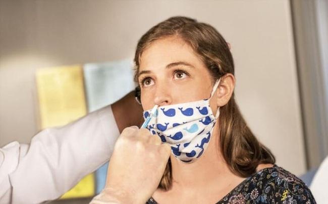 Nghiên cứu công bố nước súc miệng có thể giảm lượng virus, ngăn chặn lây lan Covid-19: Các nhà khoa học nói gì?