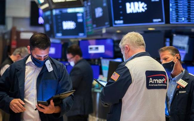 Sắc xanh bao trùm Phố Wall nhờ số liệu kinh tế khả quan, Dow Jones và S&P 500 tăng điểm 2 tuần liên tiếp