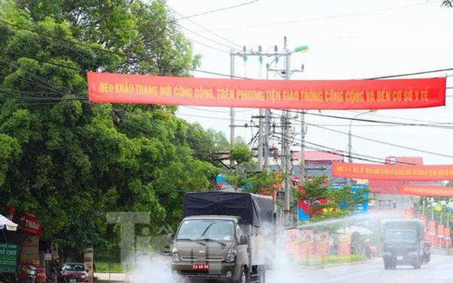 Cận cảnh Quân đội phun hóa chất khử khuẩn tại 'điểm nóng' Hữu Lũng (Lạng Sơn)