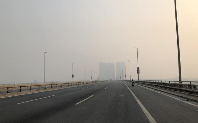 """Chuyên gia tiết lộ nguyên nhân vì sao bầu trời Hà Nội bỗng dưng mù mịt, """"lên đỉnh"""" thế giới về ô nhiễm không khí"""