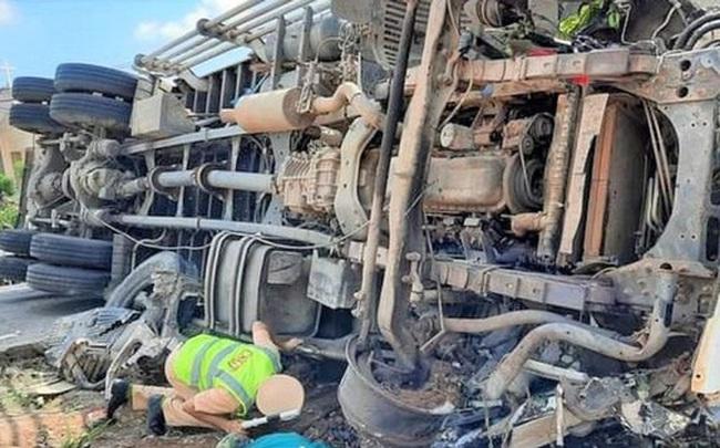 Xe tải đâm liên hoàn ở Đắk Lắk, ít nhất 6 người thương vong